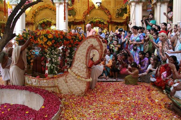 Happy Krishna Janmashtami 2017 Vrindavan Live